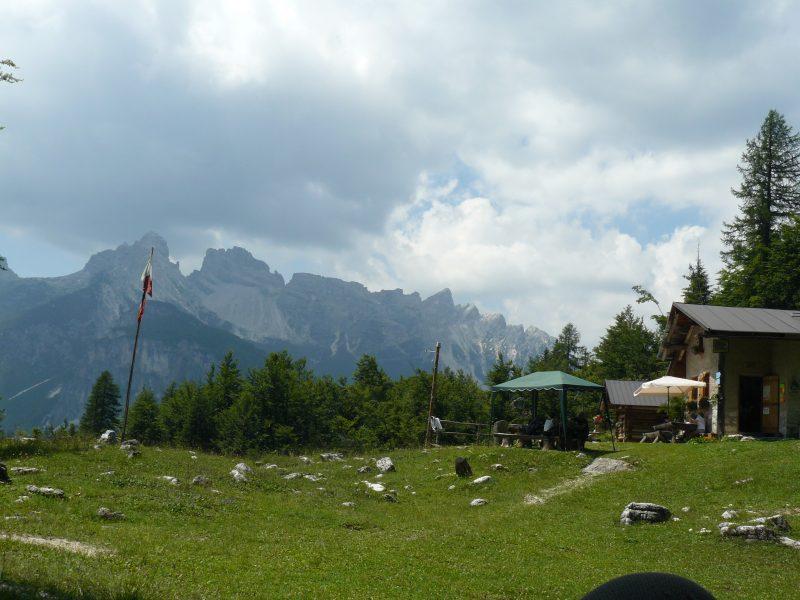 Casel sora l Sas Rifugio Angelini